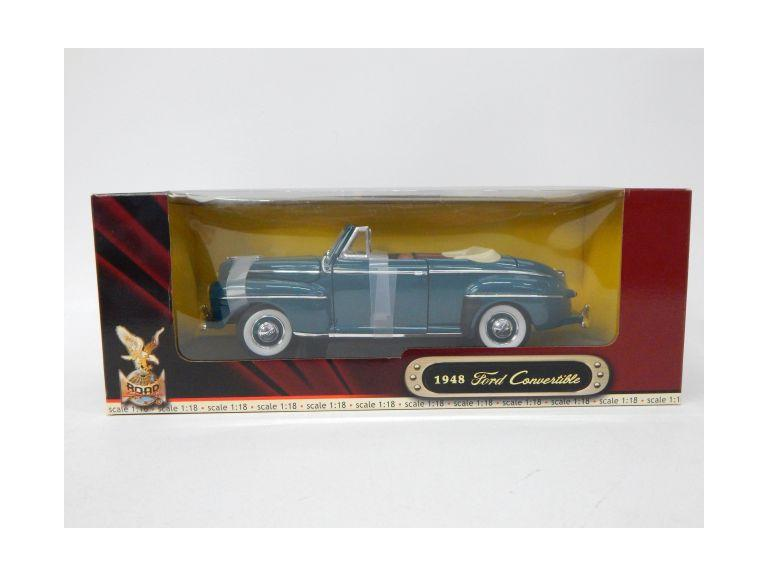 1:18 Scale Classic Ford Convertible Die-Cast Model