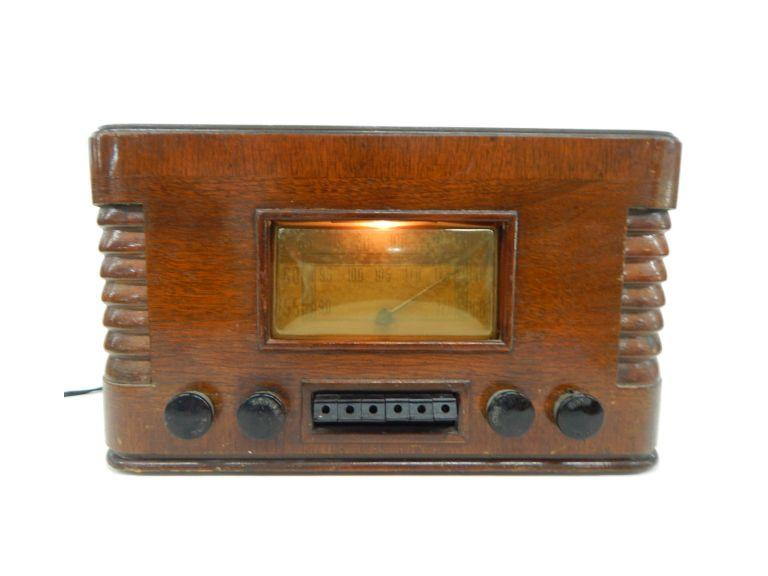 Wards Airline Tube Type AM/SW Radio