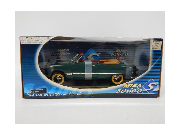 1:18 Scale Classic Die-Cast Ford Model