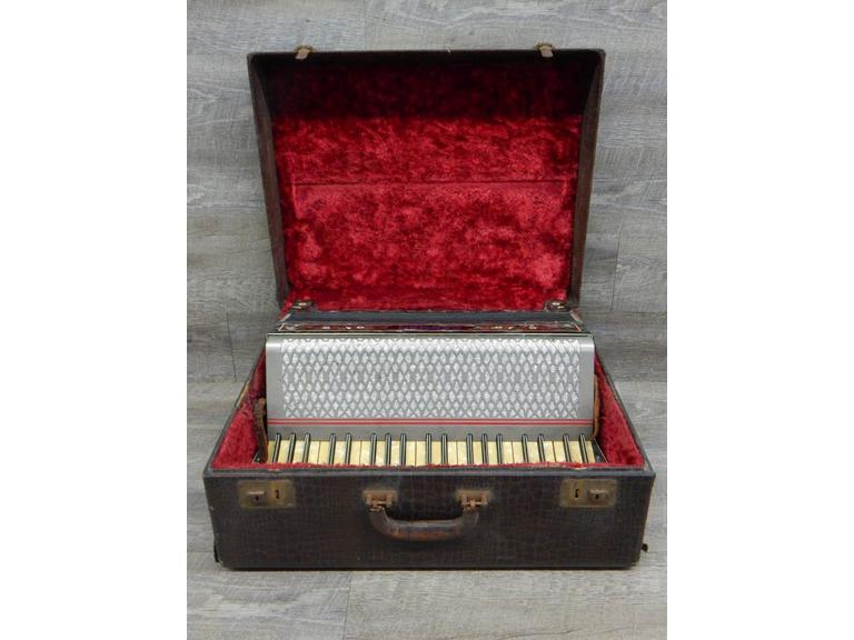 Hohner Carmen Piano Accordion