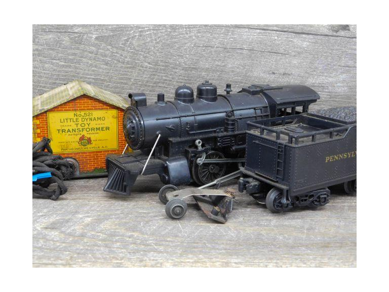 Lionel Little Dynamo and 8500 Steam Engine