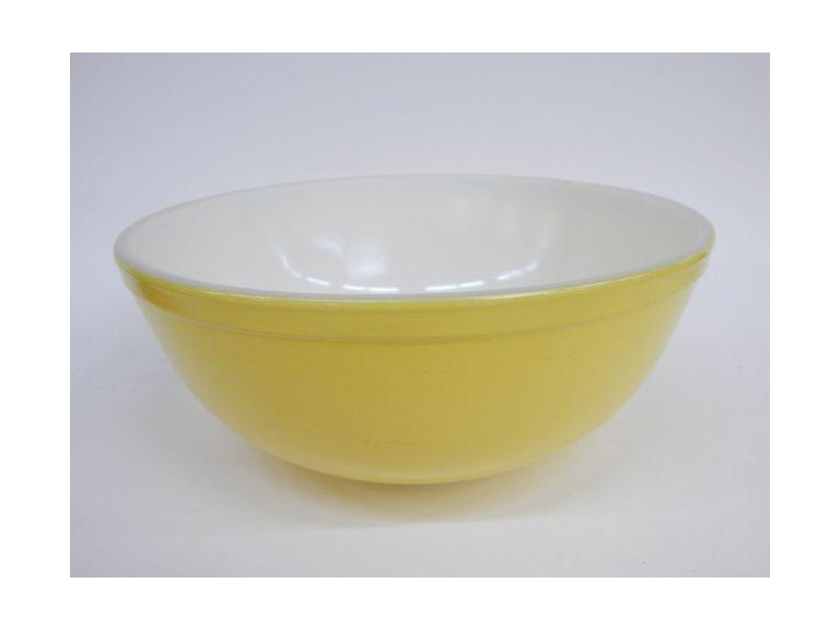 Pyrex Yellow Mix Bowl