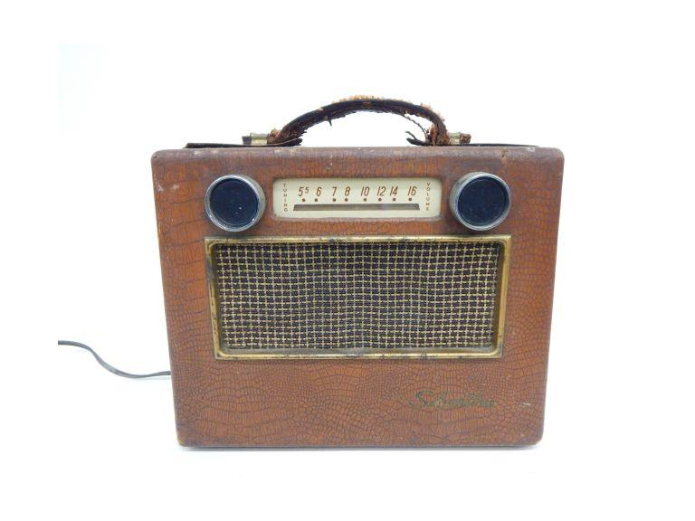 Silverton No.225 Tube Radio