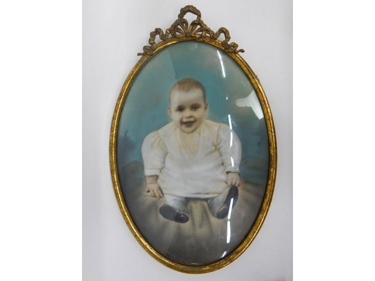 Vintage Oval Photo Frame