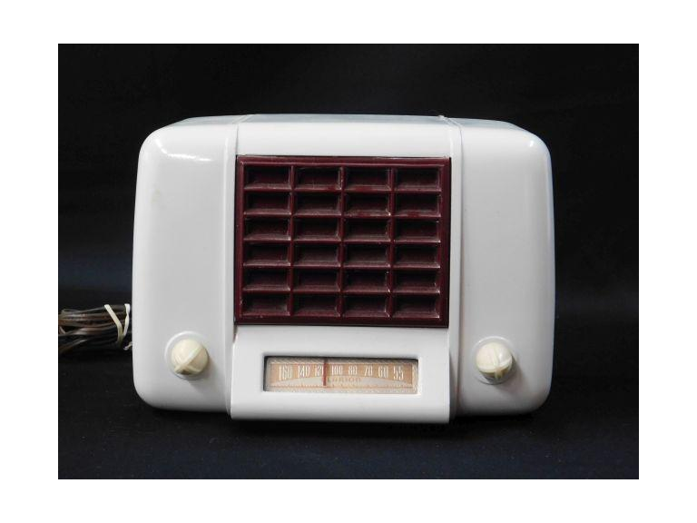 Clarion AM Tube Type Radio