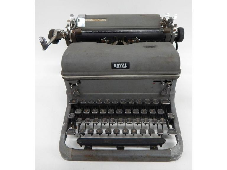 Old Royal Mechanical Typewriter