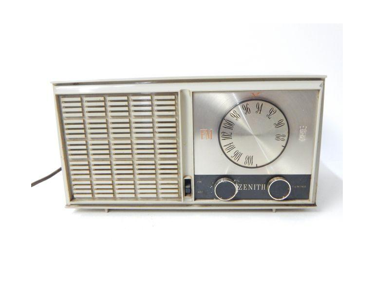 Zenith AM/FM Tube Radio