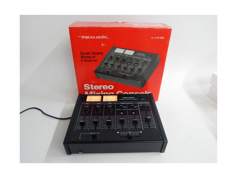 Realistic Stereo Mixing Console