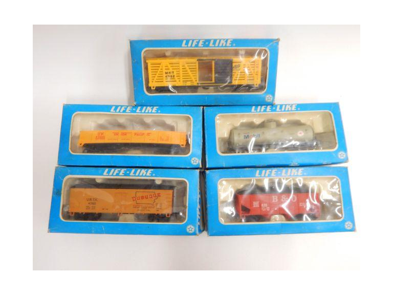 HO Scale Life Like Train Cars