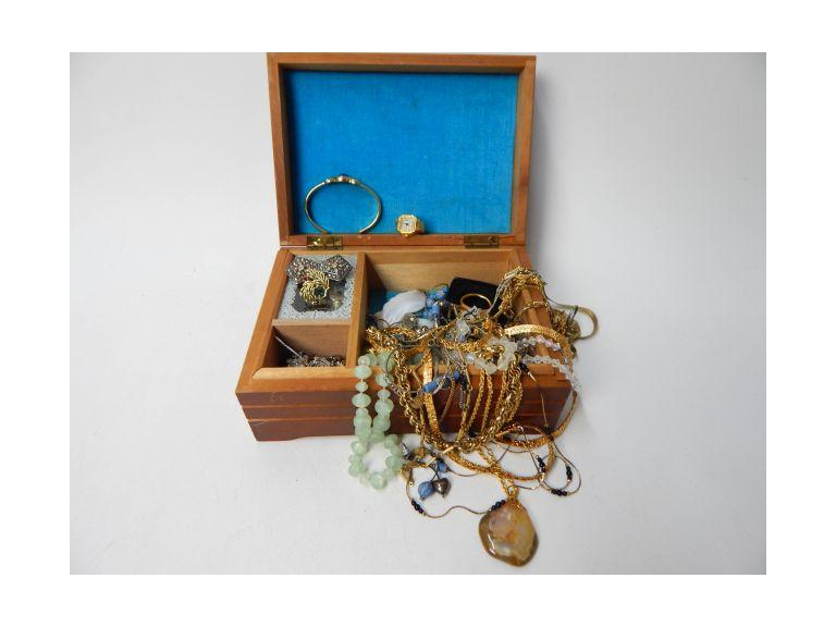 Small Jewelry Box with Jewelry