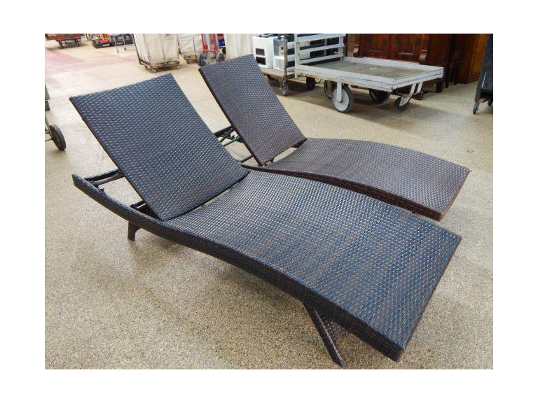 Outdoor Wicker Chase lounges