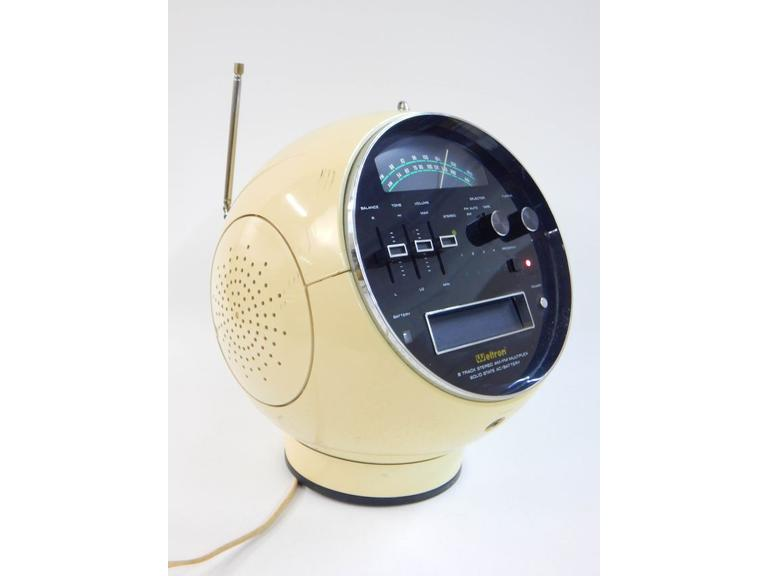 Weltron Model 2001 Portable Radio