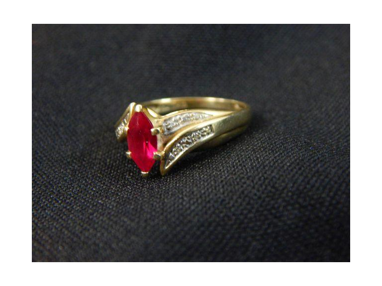 Exquisite 10kt Gold & Ruby Ring