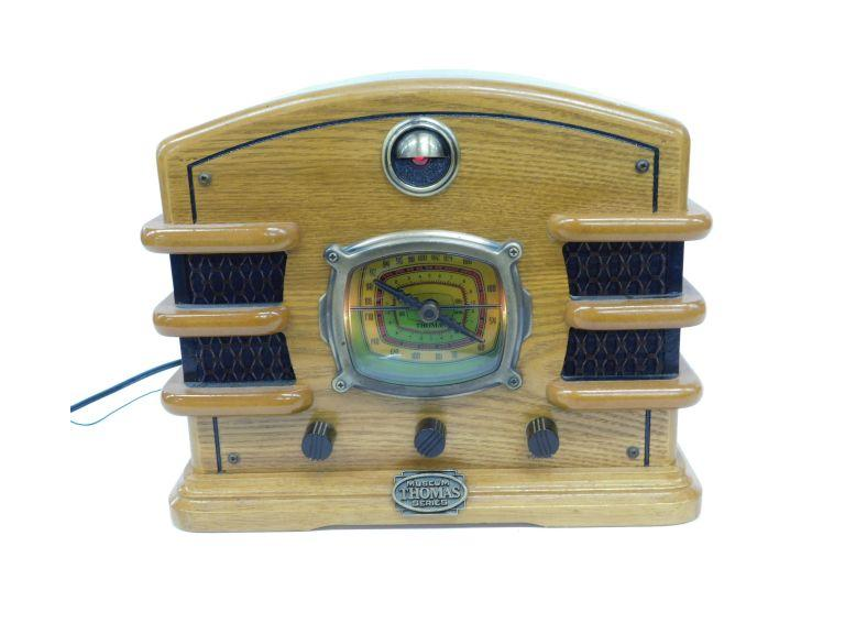 Thomas Museum Series AM/FM Radio and Casette Player