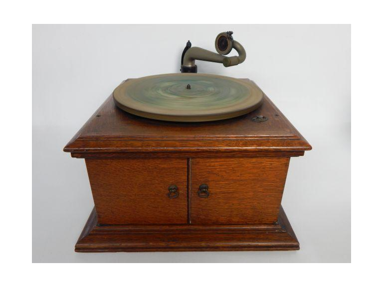 Antique Victor Wind-Up Phonograph