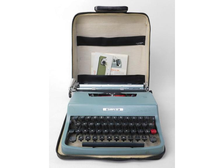 Underwood  Portable Mechanical Typewriter